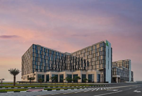 Holiday Inn & Staybridge Suites